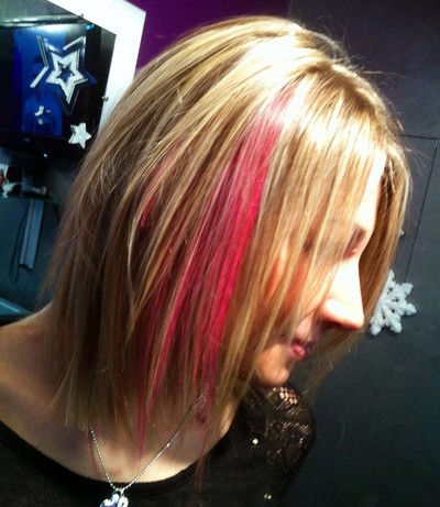 Hair chalk (maquillage de cheveux) et mèches blondes