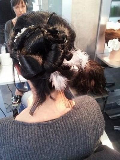 exemple de coupe de cheveux pour un mariage, vue sous un autre angle